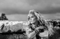 Ashleigh – Black & White